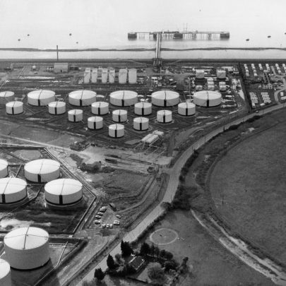 Texaco 1981 Coastguard cottages and caravan park right | Echo Newspaper Archive