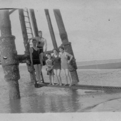 Chapman Lighthouse. Fred Parks, Stan Lance, nephew Jack, Marjorie, Lily. pre war | Marjorie Parks