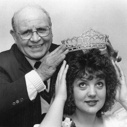 1992 Eddie Stacey crowns Suzanne Knox