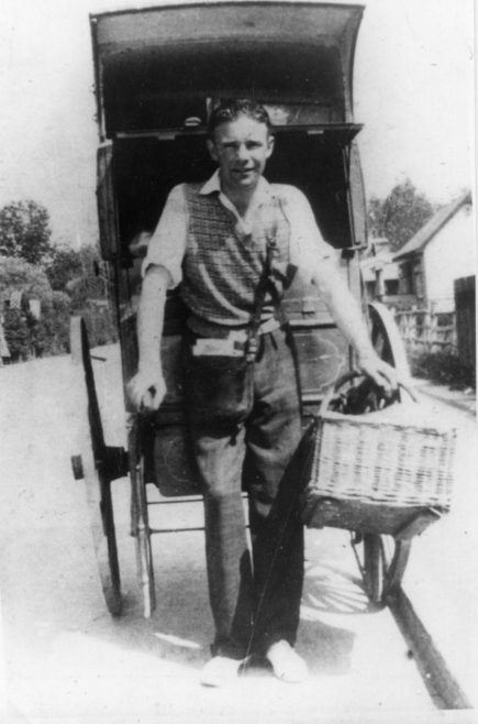 Reg Bishop and his cart