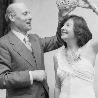 1978 Peter Owen crowning Rosalin Hurst