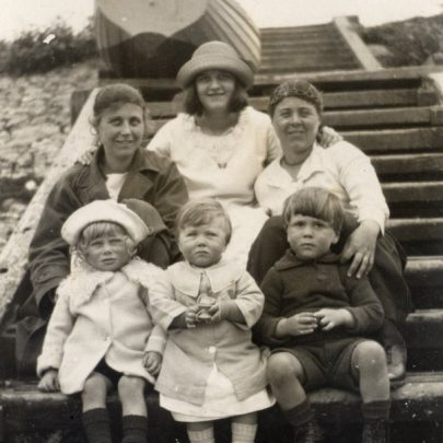 Favourite family picnic place at the Lobstersmack c1924 with Doris aged 18 months in the centre | Graham Stevens