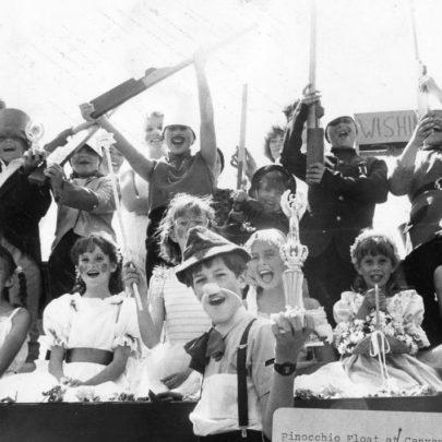 1989 Castle Point Red Cross' Pinochio Float