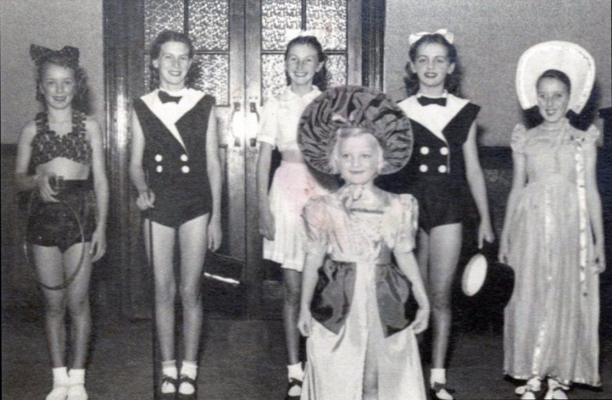 Doris Ratcliffe (Acrobats), Moira Harris (Tap), Joan Byatt (Tap), Irene Woodhouse (Tap), Ann Buckingham (Tap) and in the front Ann Carmen (Ballet) | Irene Bailey