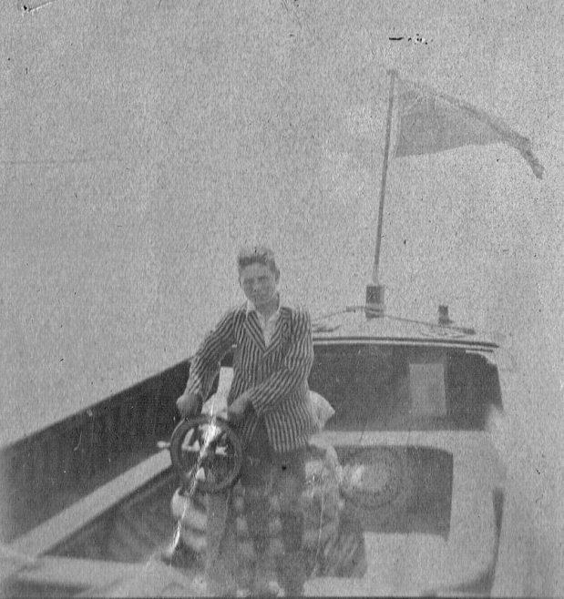 'Chug-chug' Motor Boat | Dr S Cotgreave