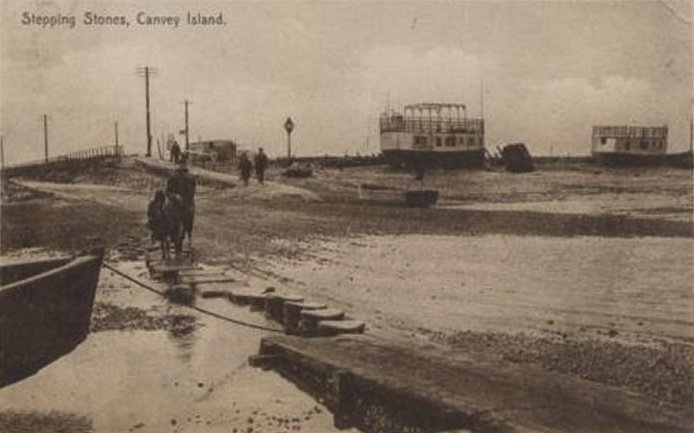Great postcard of the stepping stones, must be an early picture pre 1931 bridge. The ferries are tied up each side. The stepping stones can be clearly seen and a great view of the house boats that used to be tied up on the Canvey side