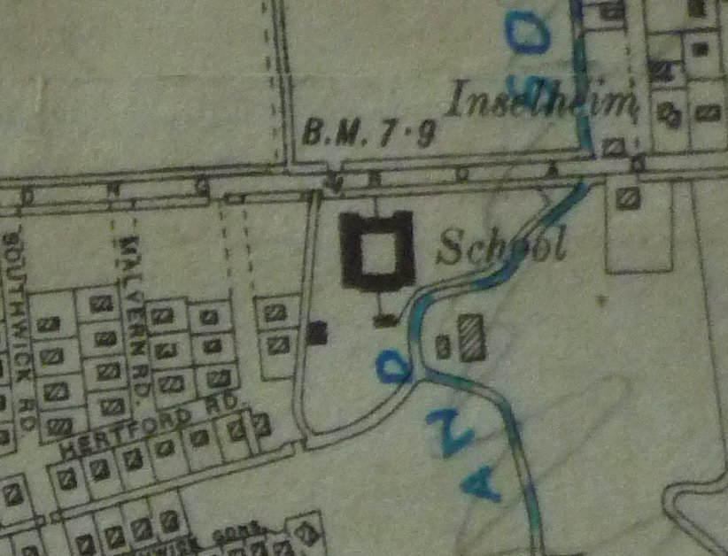 1932 map showing the location of the Pavilion now the cloak rooms can be seen to the West of the pavilion | Notice the lack of housing in the area. William Reed School is very prominent