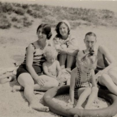 Great family picture on the beach