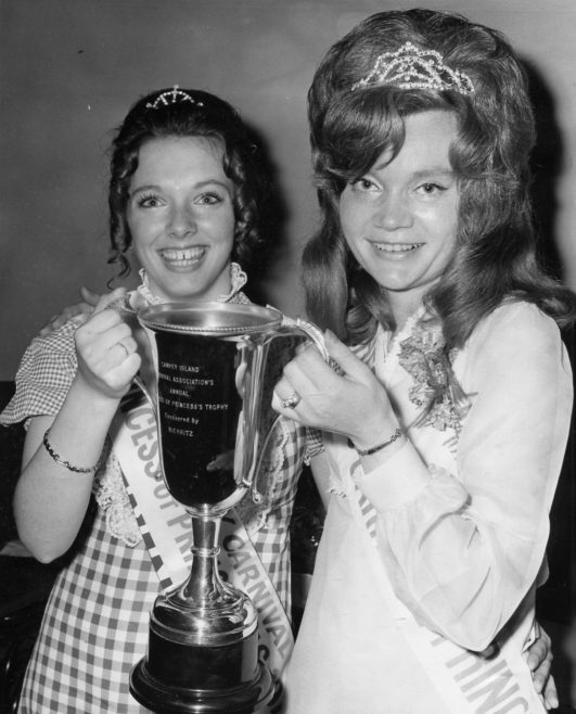 Canvey Island Carnival Association Princesses' Trophy | Echo Newspaper Archive