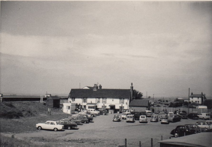 Lobster Smack PH and Sluice Farm house to the right | Janine Ford