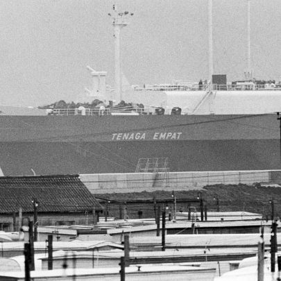 Gas carrier at gas terminal 1981 | Echo Newspaper Archive