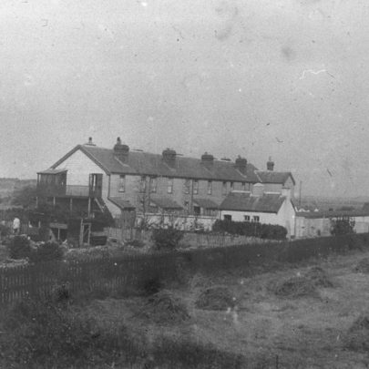 Rear view of the cottages with Sluice Farm buildings on the left. Date unknown | Norman Chisman