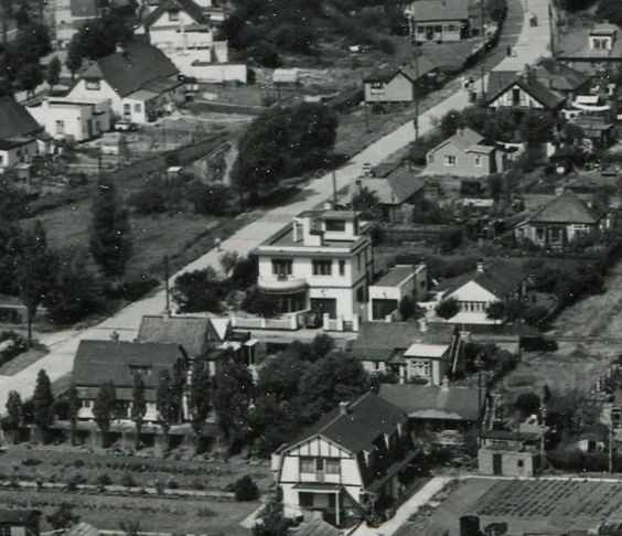 In the centre the very distinctive building in Sprundel Ave which is still standing today as can be seen in the photo below.
