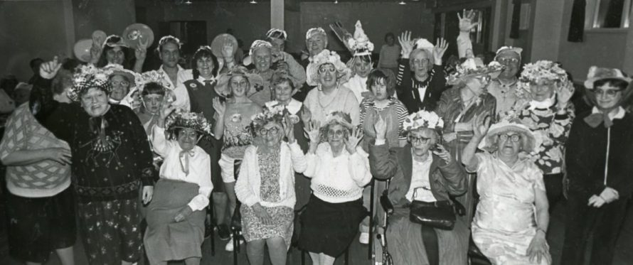 Easter Bonnet Parade 1990 | Echo Newspaper Archive