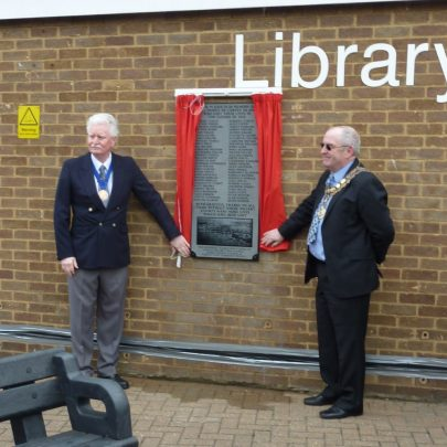 Canvey Island Town Council Chairman Cllr John Anderson and Castle Point Mayor David Cross unveiling the New Plaque. | Janet Penn