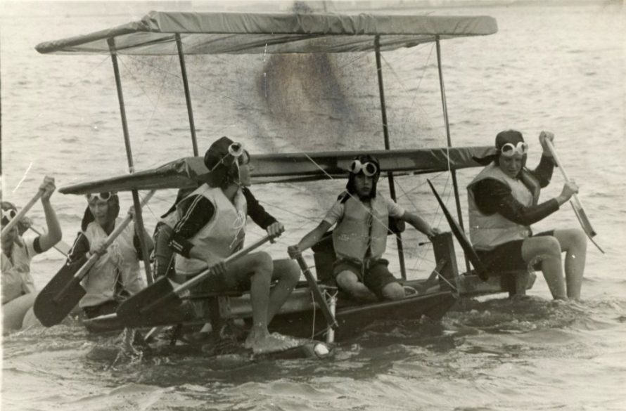 Lifeguard's Raft Race | © Tony Saunders