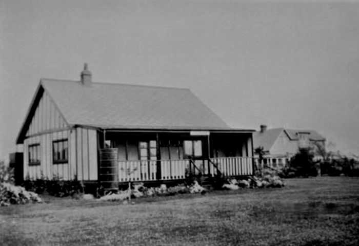 Photo of a bungalow in Rosewinkle Avenue of a similar design