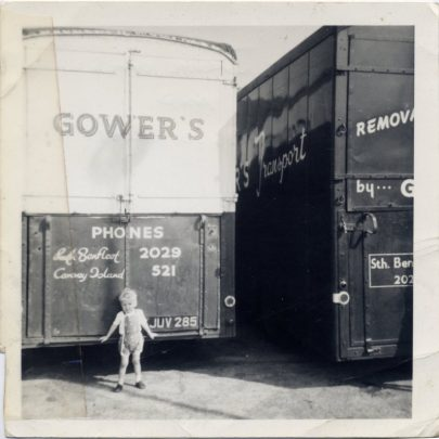 Change of removal vans. Benfleet Yard. I think this is Brian. | Bill Gower