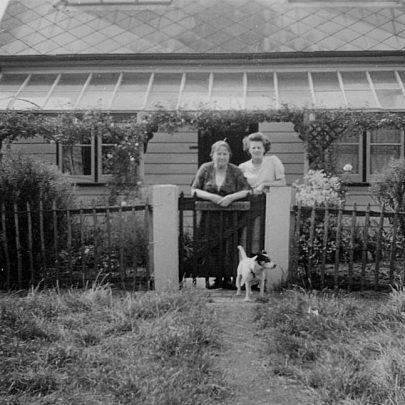 'Tarry a while' Dovercliffe Road. Marjorie, her mum Clara Holt and Peter the dog | Marjorie Parks