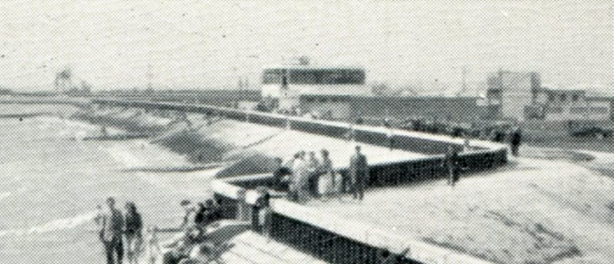 In the middle is the Labworth Cafe and you can see how it stood before the wall was raised in the 70s/80s. In the distance on the left you can see the Canvey Lady navigational beacon and also one of the towers at the fort.