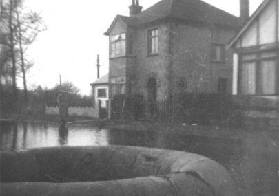 Leigh Beck Baptist Church: War - Flood - Survival