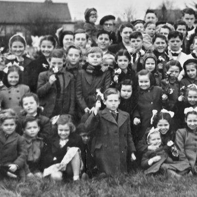 Canvey Children outside St Katherine's