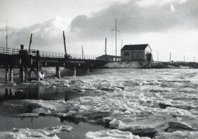 Frozen -  Benfleet Creek and Bridge 1940