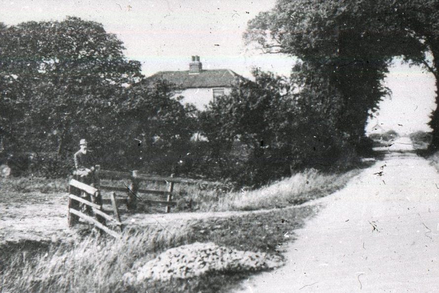 Furtherwick Farm House in the middle. Looking North up Furtherwick Road | Norman Chisman