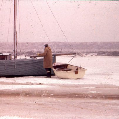 c1955: Gerry Gold walking out to his boat at high water | Ian Hawks