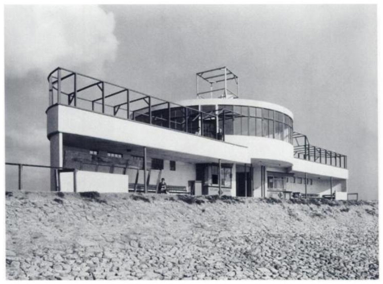 The seaward side of the Labworth Café c.1933 | Peter Jones. (2006). Ove Arup: Masterbuilder of the Twentieth Century. ISBN:0300112963.