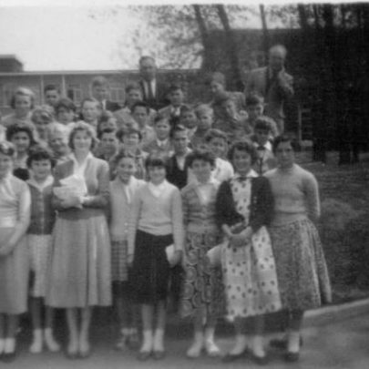 27 School exchange to Wolverhampton. Teacher Mr Potter right side at back. Jean Ashdown in back row. 2nd row from left Jane Edwards and Kay Smith. | Marian Patten