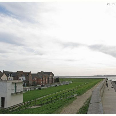 Feb 2008: View south from the Sea Wall looking over the River Thames | (c) David Bullock