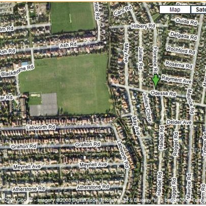 Aerial picture to show the area to the right of King George's playing fields. The dyke running north to south can be clearly seen. Wreck Hall would be standing about where Odessa Road starts. | Google