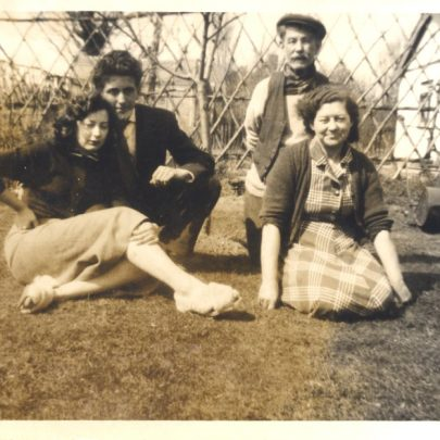 'Old Olk' with Ron and Brenda Jessen on the left and Brenda's mum Lilian (Lil) Spires kneeling on the right, in 'Rose Cottage', Rattwick Drive | Stevens
