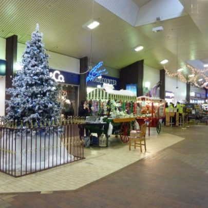 Knightswick Centre all decked out | Janet Penn