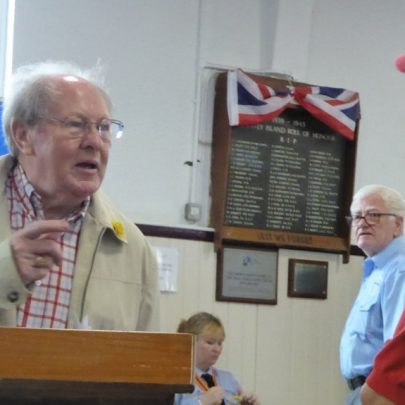 Ray Howard talking to Marion Patten from the Transport Museum