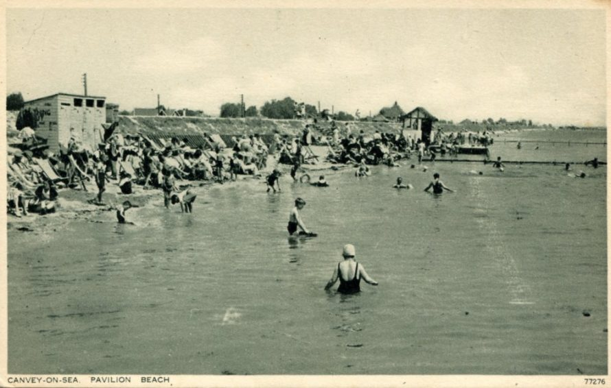 Note the beach huts/changing huts on the left   by Photochrom Co Ltd, Royal Tumbridge Wells
