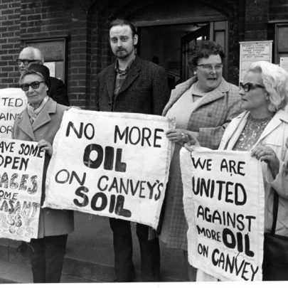 Protestors on steps outside Canvey Council Offices. | Echo Newsapers