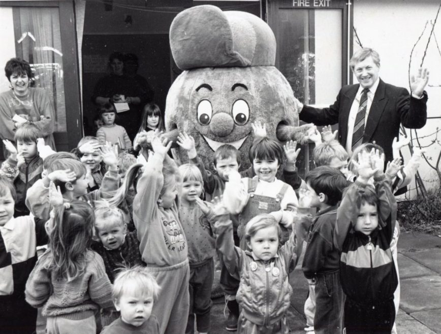 Wave if You're Hap-pea! | Echo Newspaper Archive