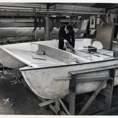 Fitting the cabin seating (Don)   Don Rayner