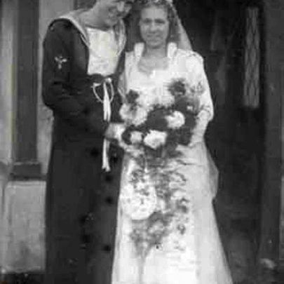 Rose & Mick Sanders, later of Oysterfleet Public House   Shirley Thomas