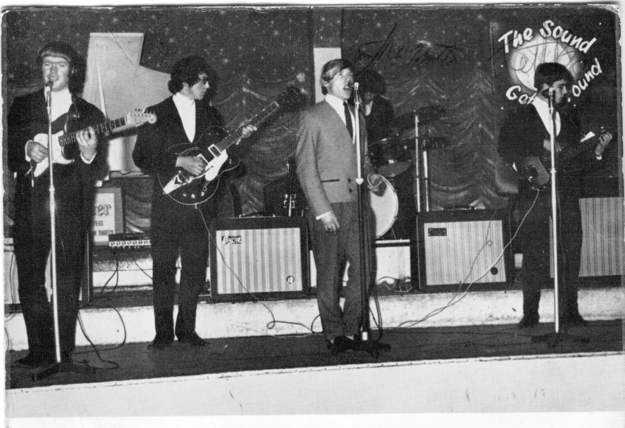 L-R Tom Nichols, John Webb, Lew Mint, Keith Bonsor & John Martin on drums | Rod Bishop